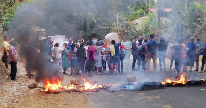 Transportistas cierran calle que de Tonacatepeque conduce hacia San Martín