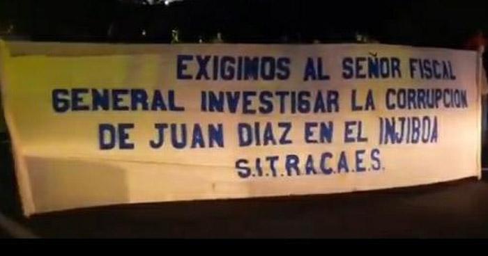 Cierran carretera de San Vicente a Zacatecoluca en protesta contra autoridades del Ingenio Jiboa