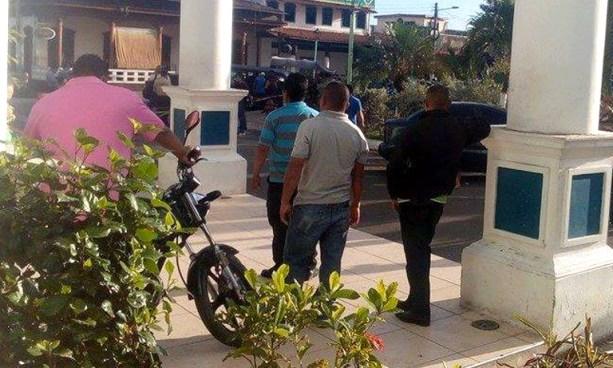 Agentes del CAM de Apopa protestan en exigencia al pago del aguinaldo