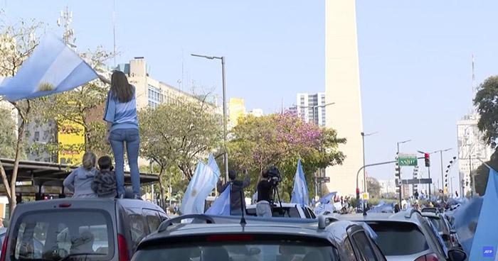 Continúan protestas en Argentina contra el Gobierno y la cuarentena