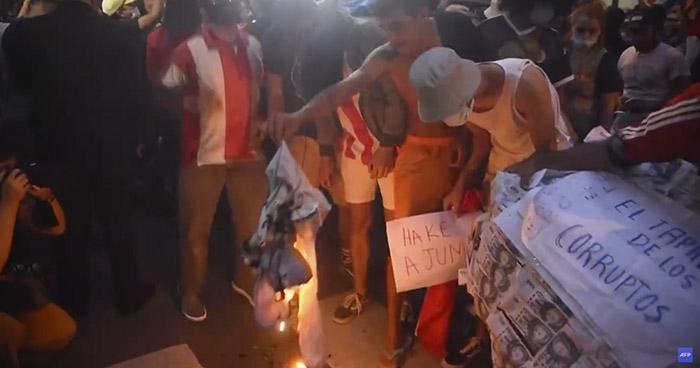 Al menos 20 heridos tras violentas protestas contra el Gobierno de Paraguay