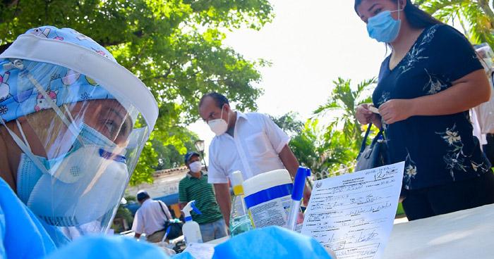 Toman pruebas de diagnóstico de COVID-19 en La Libertad