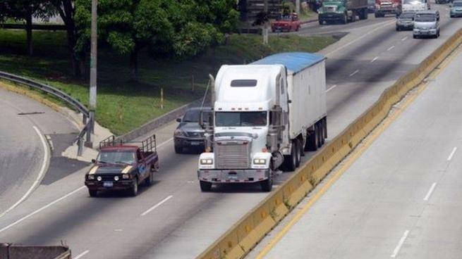 Prohíben temporalmente la circulación del transporte de carga en ciertos tramos de carreteras
