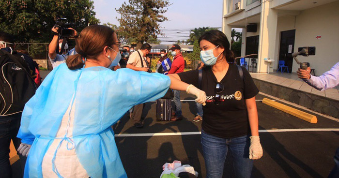 Retornan al país salvadoreños varados en Guatemala y Honduras