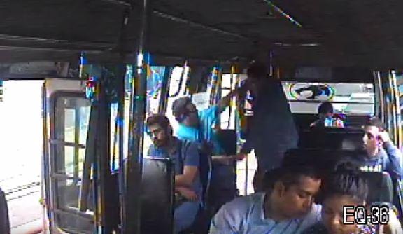 Difunden vídeo de un hombre de buena vestimenta que roba teléfono en la ruta 42
