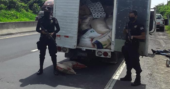 Interceptan camión robado en Quezaltepeque