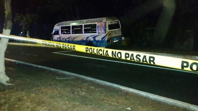 Dos muertos tras ataque armado en microbús de la Ruta 33B en Mejicanos