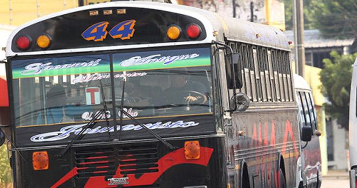 Motoristas de ruta 44 en paro de labores por extorsión de pandillas