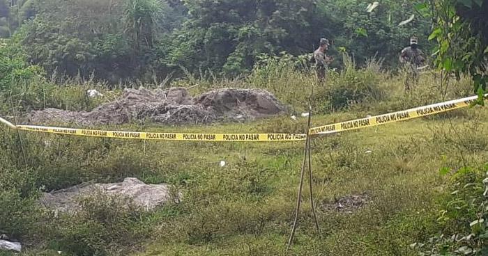 Asesinan a un hombre y abandonan su cadáver en predio baldío en Cuscatlán