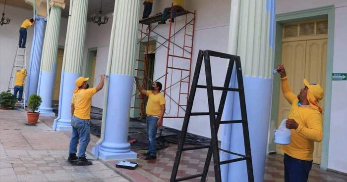 Presidente Bukele anuncia sanción contra alcalde de Santa Tecla por pintar de cyan el Palacio Municipal