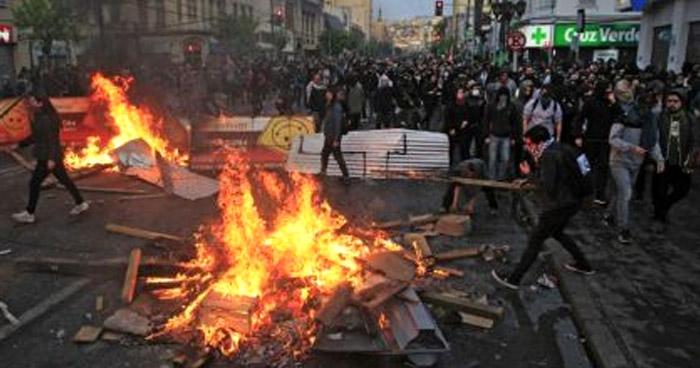 Once muertos durante violentas protestas en Chile