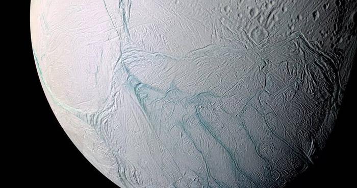 Científicos aseguran que luna de Saturno podría albergar vida extraterrestre