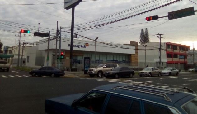 Semáforos de San Salvador causan confusión a automovilistas