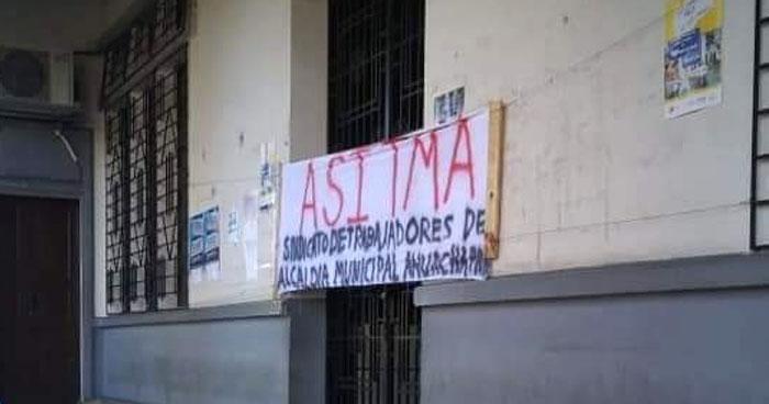 Empleados de la alcaldía de Ahuachapán en paro de labores por aumentos de salarios selectivos