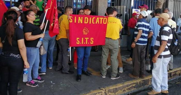 Sindicato de la Industria Textil protesta cierre de maquilas
