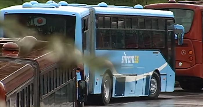 ¿Que hacen los buses del SITRAMSS en Bogotá, Colombia?