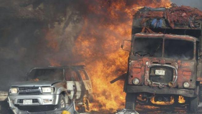 Al menos 20 personas muertas tras explosión de camión bomba en Somalia