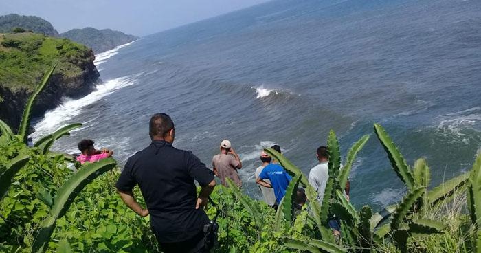 Surfista estadounidense muere en la playa Mizata de La Libertad