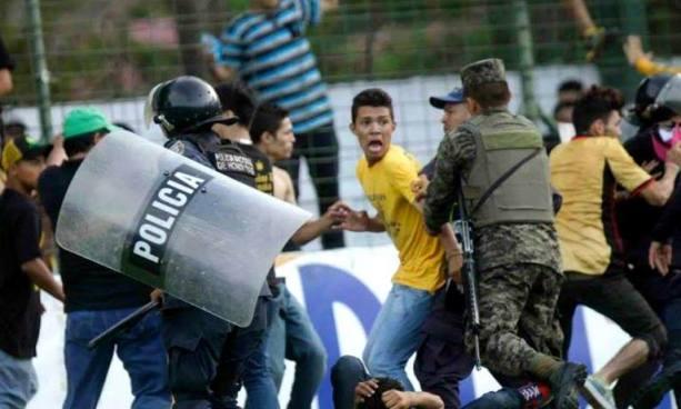Suspenden semifinales de fútbol en Honduras por violencia en los estadios