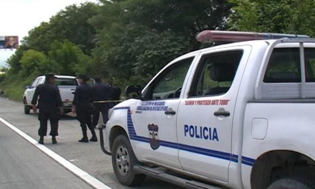 """Cadáver de un taxista """"pirata"""" fue encontrado al interior de su propio auto en carretera de Oro"""