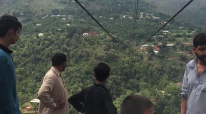 Alrededor de 11 personas murieron al caer un teleférico en el norte de Pakistán