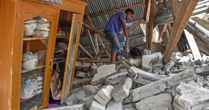 Al menos 16 muertos tras fuerte terremoto en Indonesia