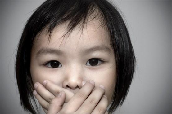 Niña de seis años muere asfixiada luego que su maestra le sellara la boca con pegamento
