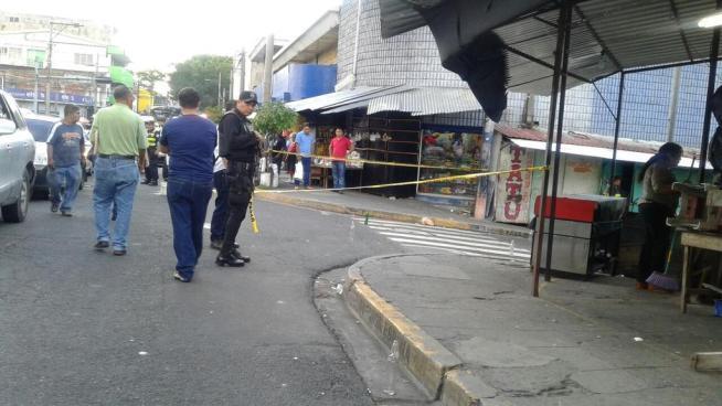 Un vigilante fallecido tras intercambio de disparos en el centro de San Salvador