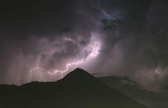 Pronostican chubascos y tormentas eléctricas en todo el país