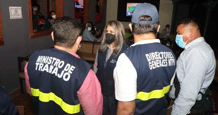 Clausuran un bar de la Zona Rosa durante operativo por el Ministerio de Trabajo