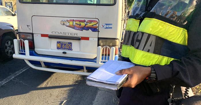 Infraccionan a motoristas y retiran placas a unidades del transporte público durante operativos