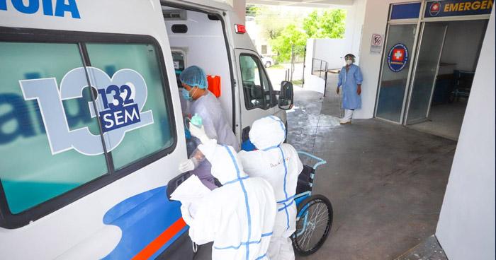 Trasladan a 20 pacientes positivos a COVID-19 hacia el Hospital El Salvador