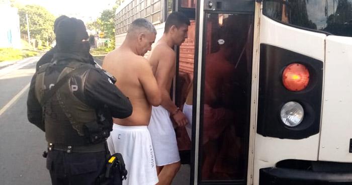 Trasladan a 31 privados de libertad a diferentes Centros Penales