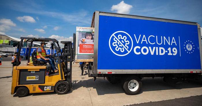 Llegan 1.5 millones de vacunas antiCOVID-19 a El Salvador