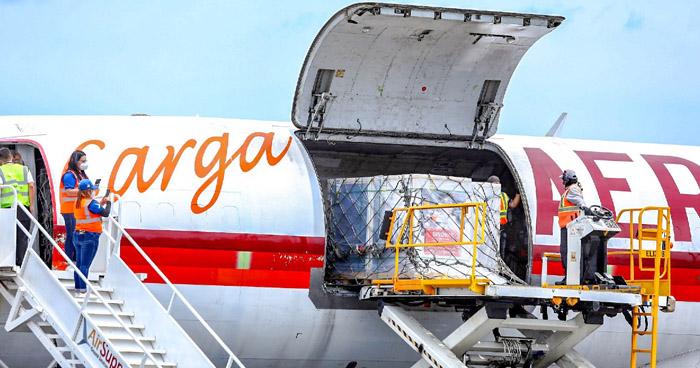 Llega a El Salvador nuevo cargamento con 500 mil vacunas antiCOVID-19