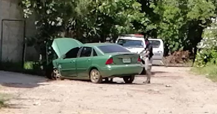 Inspeccionan vehículo presuntamente abandonado por pandilleros en Aguilares