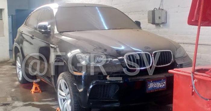 Encuentran vehículo propiedad del exfiscal Luis Martínez en un taller de Santa Ana