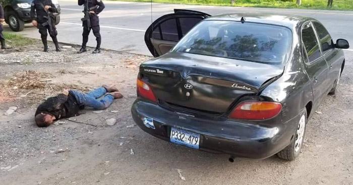 """""""Lo andaba probando"""", aseguró el sujeto que conducía el vehículo con reporte de robo en San Salvador"""
