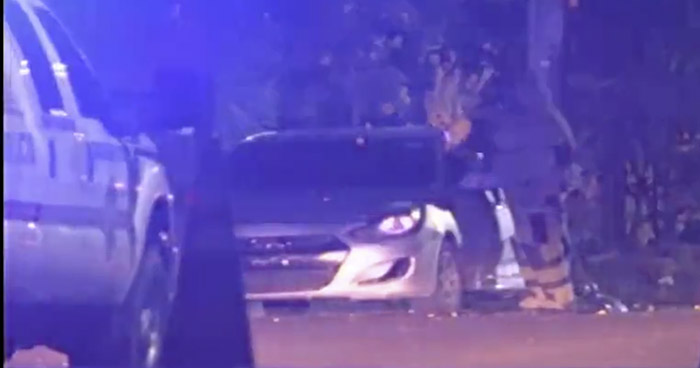 División de Armas inspeccionó vehículo abandonado en San Salvador