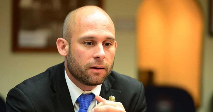 Diputado de ARENA se queja del poco salario que reciben los diputados en El Salvador