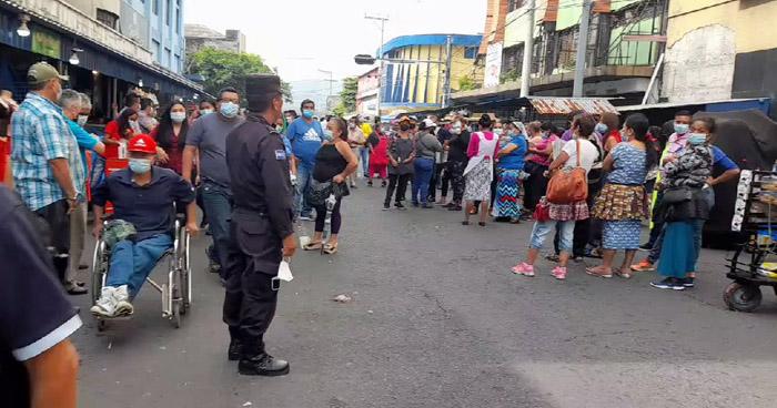 Vendedores protestan por desalojos en el centro de San Salvador