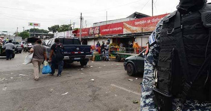 Reubican a vendedores que permanecían afuera del Mercado La Tiendona