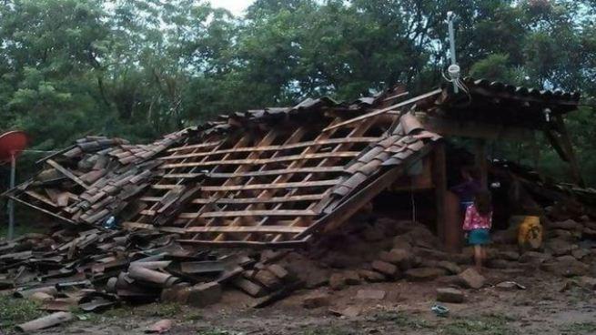 10 viviendas destruidas por el desborde del río Grande de San Miguel