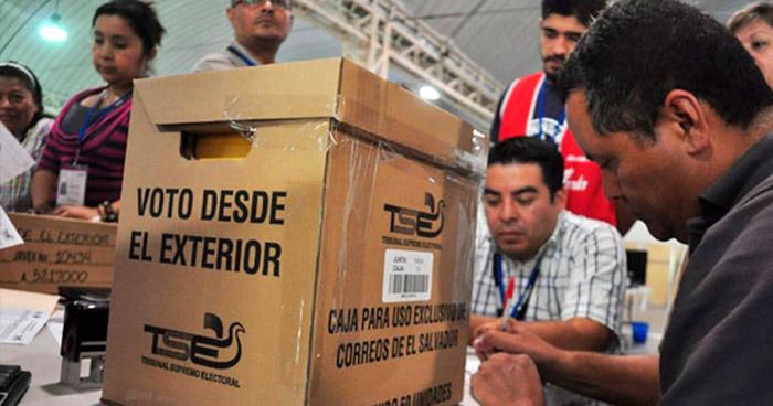 Aprueban reformas para que salvadoreños voten desde el exterior para elegir diputados