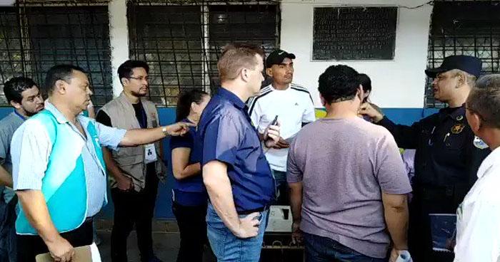 Policías y militares con inconvenientes para votar en los centros donde están destacados