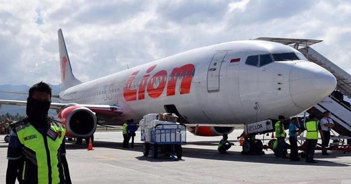 Recuperan primeros cadáveres del avión accidentado en Indonesia
