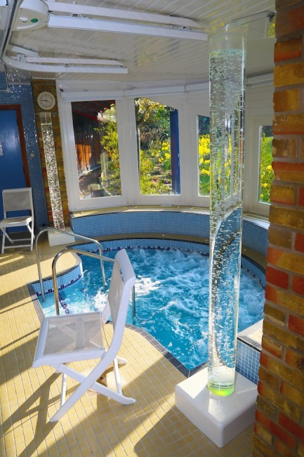 Little Havens Hospice spa pool
