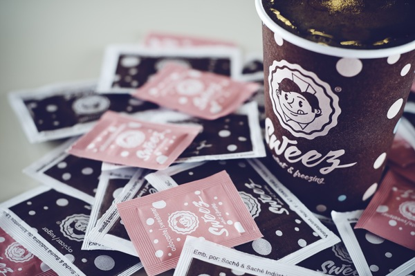 Sweez coffee cup with personalised sugar packets