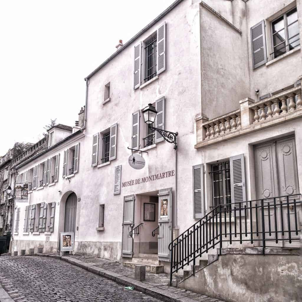 Montmartre Guide: Everything You Should See & Visit In