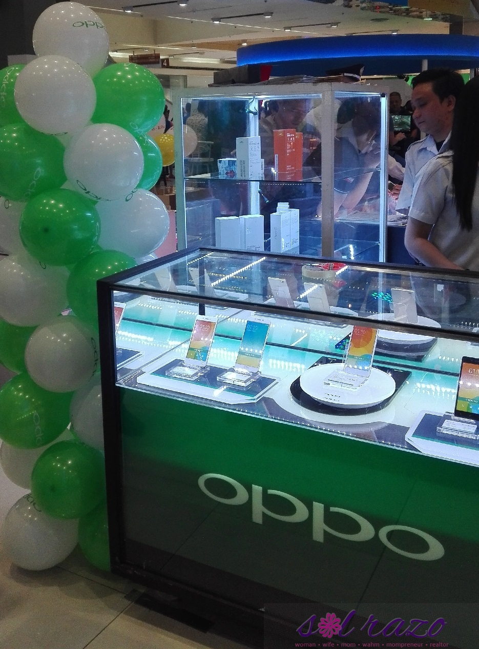 OPPO Booth at SM North Edsa 4F Cyberzone area